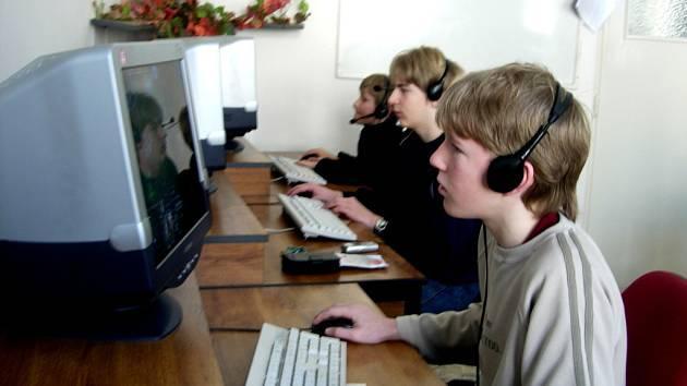 Většinou dnešních dětí provází počítač téměř od kolébky.