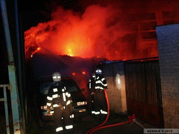 Požár garáže ve Vrahovicích