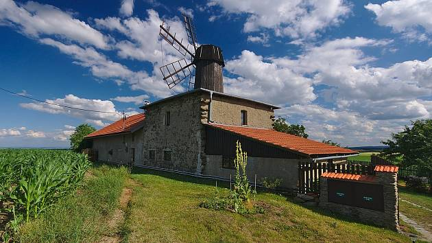 Větrný mlýn v Hačkách na Konicku
