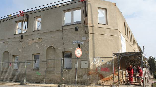 Občanské sdružení Lipka staví ve Vrahovicích na ulici Jano Köhlera sociálně-terapeutickou dílnu a chráněné bydlení.