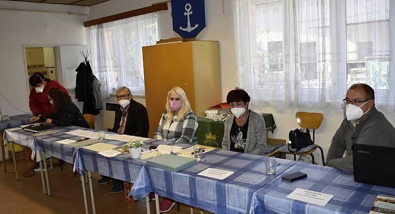 Rekordní účast v letošních parlamentních volbách hlásí prakticky ze všech volebních okrsků na Prostějovsku. Jedním z nejmenších okrsků je Studenec. 9.10. 2021