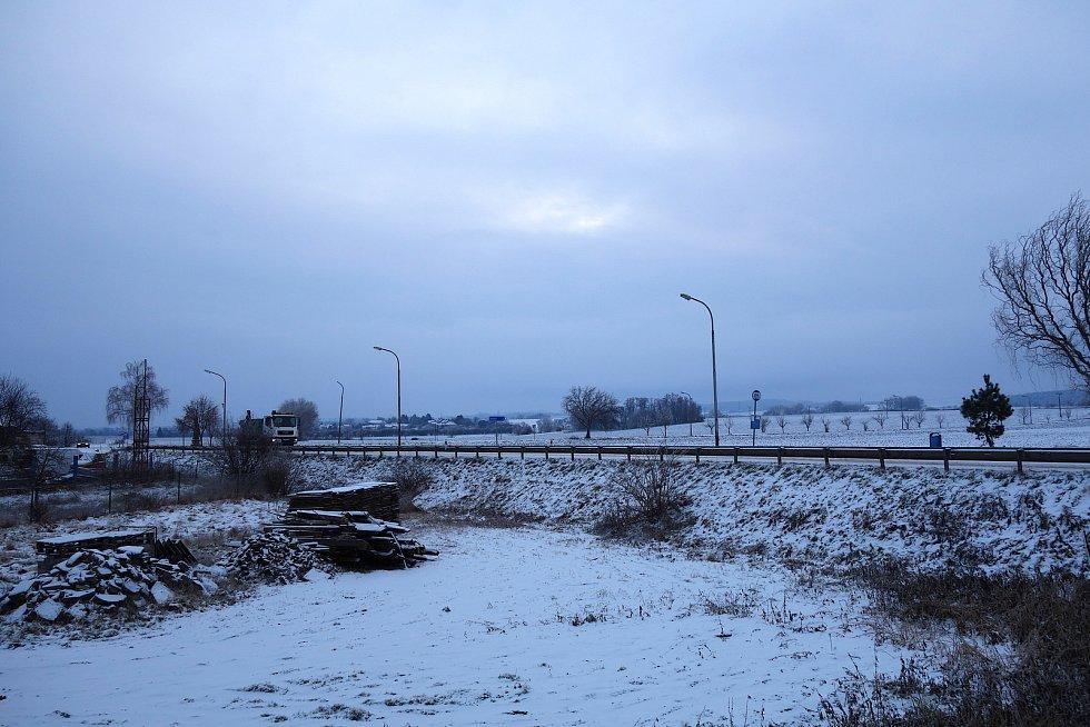 Silný mráz a déšť se sněhem navštívil také jih Prostějovska. Ve Vrchoslavicích se uklízí ostošest.