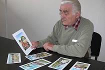 Kurátor výstavy Josef Dolívka s grafikami Jiřího Lípy