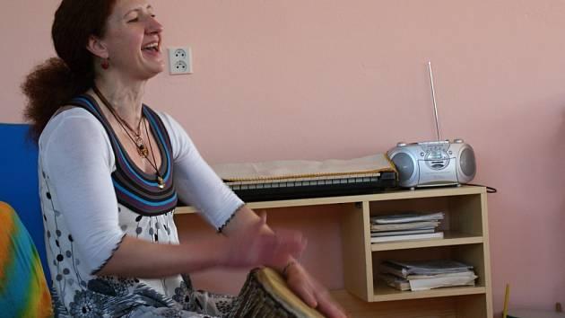 Putování po matce Zemi - muzikoterapeutické představení Lucie Čapkové
