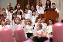 Děti zpívaly koledy asi naposledy.