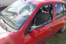 Nedostali vodu, tak v Čelechovicích takto zničili auto.