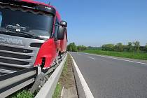 Bouračka kamionu na D46