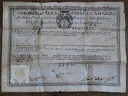 Dokument nazývaný autentika dokládá pravost ostatků uložených v relikkviáři.