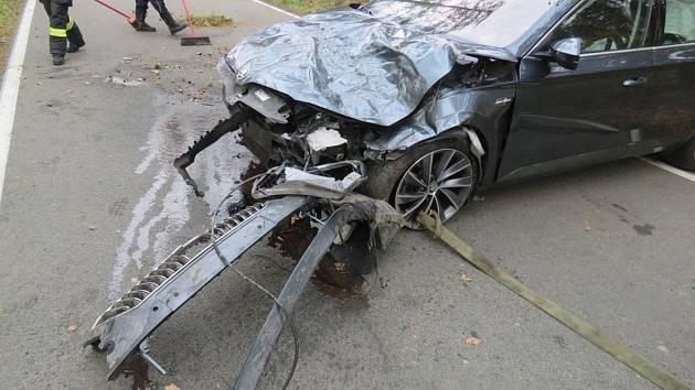 Superb na odpis. V úterý před polednem na silnici mezi Holubicemi a Lipovou havarovalo osobní auto Škoda Superb, které řídil teprve osmnáctiletý muž.