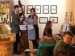 V kavárně Avatarka zahrála skupina Fiddle-Bells