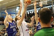 Děčín (v bílém) proti Orlům - 1. semifinálový zápas