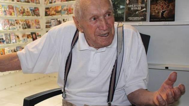 Jaromír Dvořák, jeden z posledních zakladatelů fotbalového klubu Haná Prostějov, olavil 100. narozeniny
