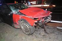Řidič bavoráku usnul z volantem na dálnici, auto na odpis