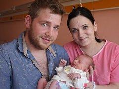 Kristýna Veronika Foltýnová s rodiči, Prostějov, narozena 25. června, 46 cm, 2800 g
