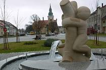 Náměstí s kašnou v Němčicích nad Hanou