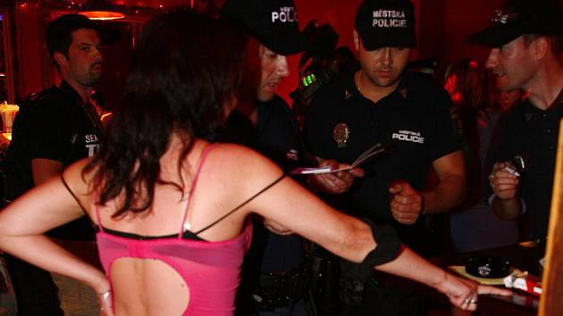 """Prodejné ženy a majitelé """"privátů"""" chtějí zůstat v anonymitě."""
