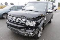 Dvě auta se v neděli srazila na dálnici. Výsledkem je jedno zranění a škoda za půl milionu.