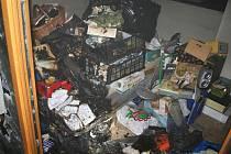 Požár uskladněného materiálu v Plumlově