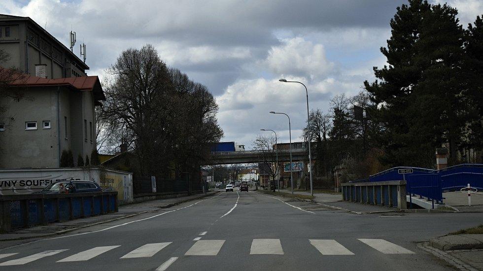Vrahovická ulice bude v úseku od mostu přes Hloučelu až po základní školu čtyři měsíce uzavřena.