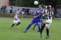 Fotbalisté Prostějova (v modrém) v osmém hraném kole MSFL porazili na domácím hřišti Žďár nad Sázavou 4:0.