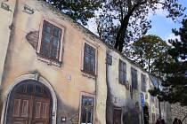 Odhalení malby židovských domů na prostějovských hradbách