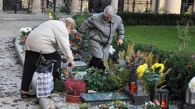 Dušičky na prostějovském hřbitově