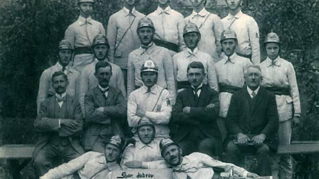 Sbor dobrovolných hasičů vznikl ve Slatinkách v roce 1922. Dodnes má v obci důležité postavení.
