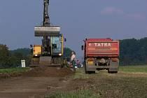 Druhá etapa stavby cyklostezky z Prostějova do Kostelce na Hané je v plném proudu