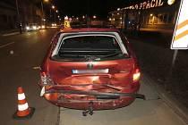 Nehoda v Olomoucké: řidička nedobrzdila, vrazila do auta u přechodu, to srazilo chodkyni
