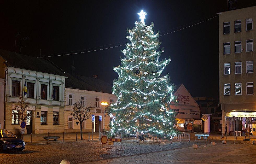 Vánoční strom 2020 v Přerově.