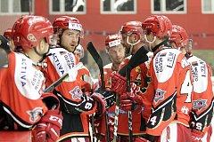Prostějovští hokejisté (v červeném). Ilustrační foto