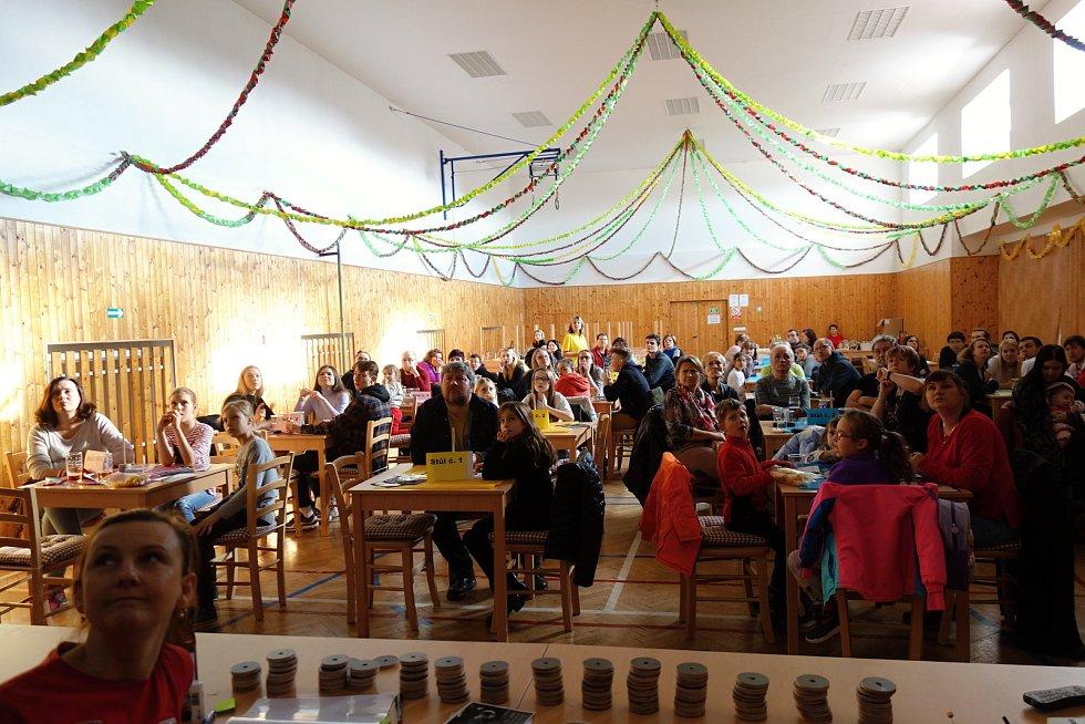Do Vrchoslavic se v neděli sjelo 19 týmů, aby změřily síly ve znalostech českých pohádek.