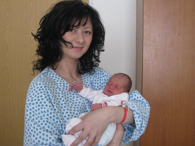 Natálie Zatloukalová s maminkou Halynou (skutečně se píše s y). Netálka se narodila 28. 2. 2008. Její míry byly 47 cm a 2,6 kg.