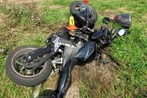 Srážka motocyklu s autem u Držovic