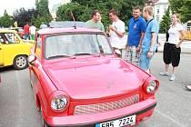 Na prostějovském náměstí se předvedly desítky vozů koncernu IFA.