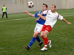 Fotbalisté Konice (v bíločerveném) proti Žďáru