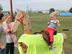 Koňské hry lákají děti i dospělé.