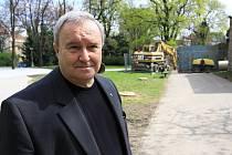 Prostějovský starosta Miroslav Pišťák na obhlídce Smetanových sadů