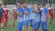 Fotbalisté Prostějova (v modrém) porazili ve 28. kole Velké Meziříčí 2:0