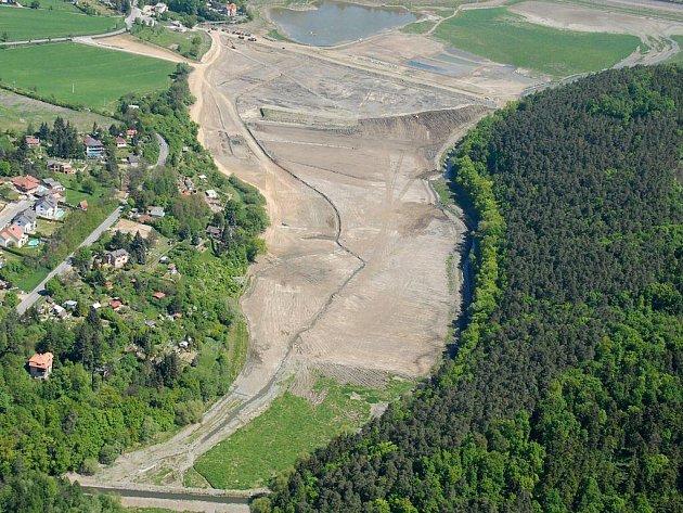 Plumlovská přehrada, letecký snímek z 11. května 2011