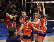 Volejbalistky Olomouce (v oranžovém) vyhrály druhý zápas finálové série v Prostějově 3:1.