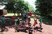 Dětský kolotoč na zahradě mateřské školy