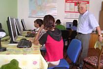 Děti z Plumlova budou pomocí angličtiny a počítače komunikovat s celým světem.