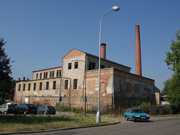 Budova zchátralého pivovaru ve Fanderlíkově ulici