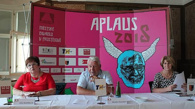 UVEDENO. V pořadí již 11. ročník Aplausu představili Jana Maršálková (vlevo), Miroslav Černošek a Ivana Hemerková.