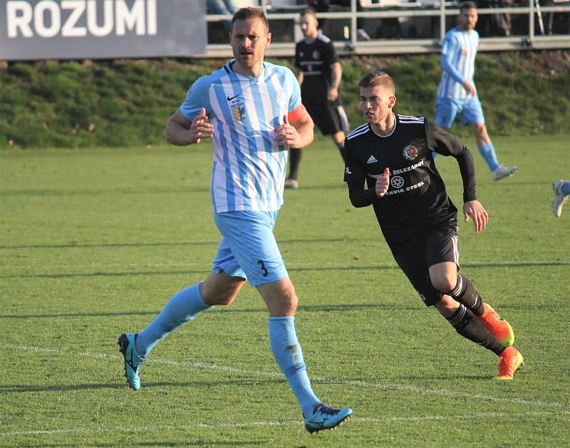 Fotbalisté Prostějova (v modrém) proti Třinci. Karel Kroupa