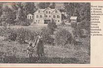 OCHOZSKÁ KYSELKA. V první polovině 20. století se v Ochozi nacházely lázně svatého Antoníčka. Léčivá voda byla vhodná při léčbě chudokrevnosti, poruchách zažívacího ústrojí, ženských problémů i nechutenství. Na fotografii pohlednice zmeziválečných let.