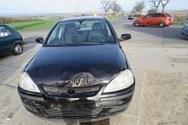 Opel nedal přednost a bouchl škodovku.