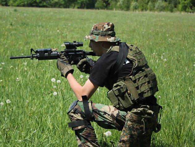 Den plný vojenských disciplín i techniky připravili pro děti členové konického sdružení Association Military Fan.