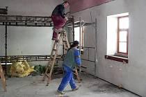 Stavební práce na novém zázemí hornoplánských převozníků.